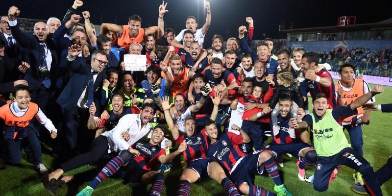 Calcio e musica: quel filo sottile tra il Crotone Calcio e Rino Gaetano