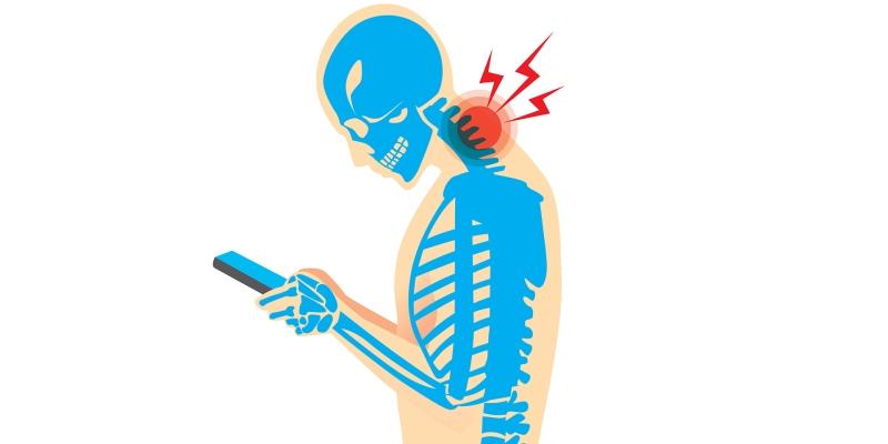 """Troppa tecnologia fa male: la sindrome """"Text neck"""""""