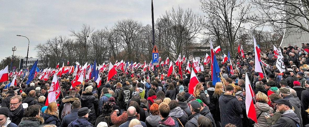 La Polonia si scopre più europea del suo governo