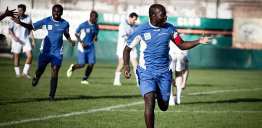La squadra di calcio dei migranti