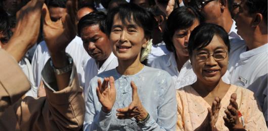 Myanmar: Aung San Suu Kyi in parlamento