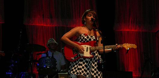 Norah Jones: la ragazza del piano può uccidere con grazia