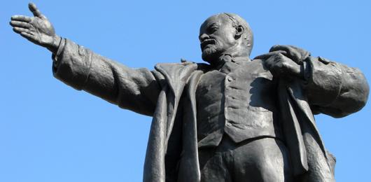 Ucraina, piovono statue di Lenin