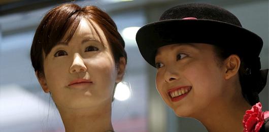 Un robot al centro commerciale