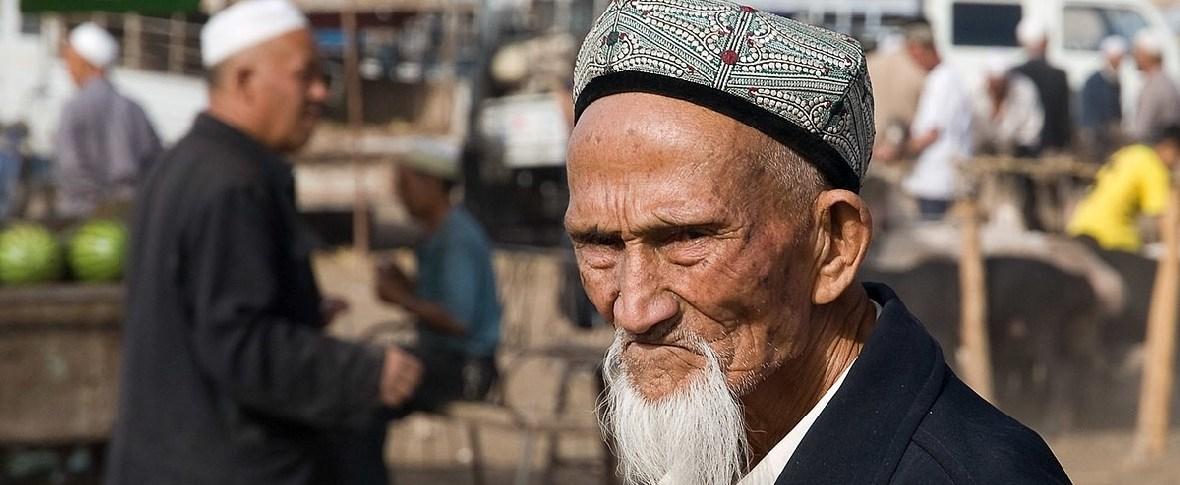 """Nello Xinjiang """"legalizzati"""" campi di rieducazione"""