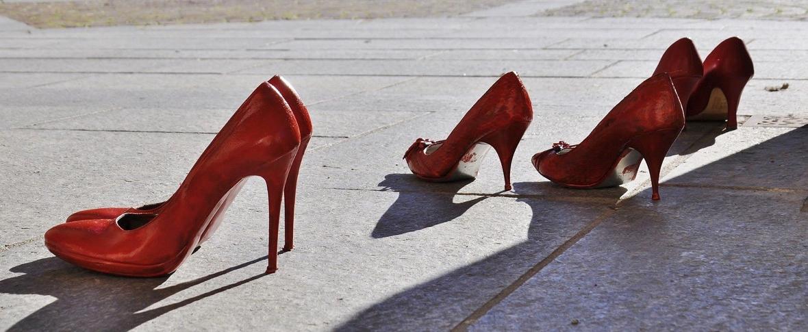 Giornata contro la violenza sulle donne, ma la situazione peggiora