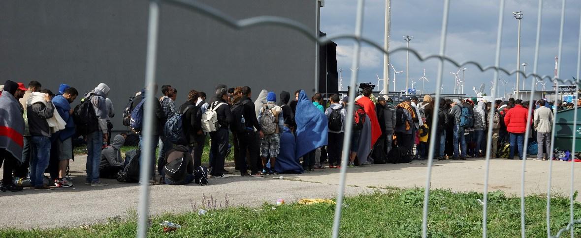 In Bosnia incendio in un campo profughi