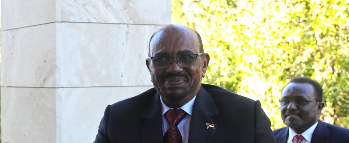 In Sudan continua la protesta e l'esercito protegge i manifestanti