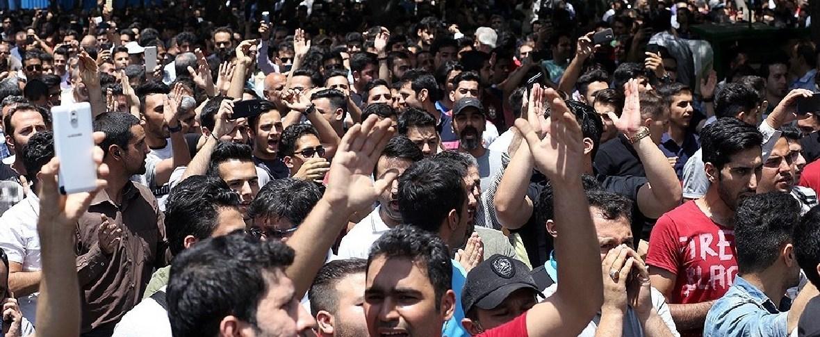 Proteste e scontri in Iran per il rincaro del carburante
