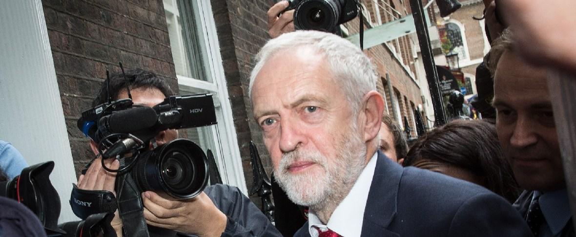 Theresa May chiede la collaborazione dell'opposizione laburista