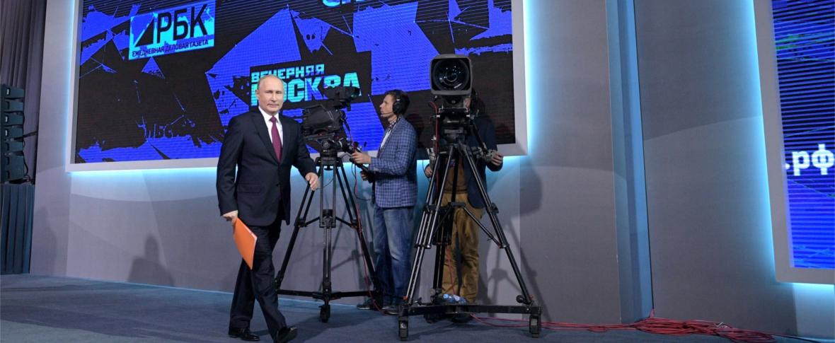 Manifestazioni e arresti a Mosca contro le leggi sull'informazione