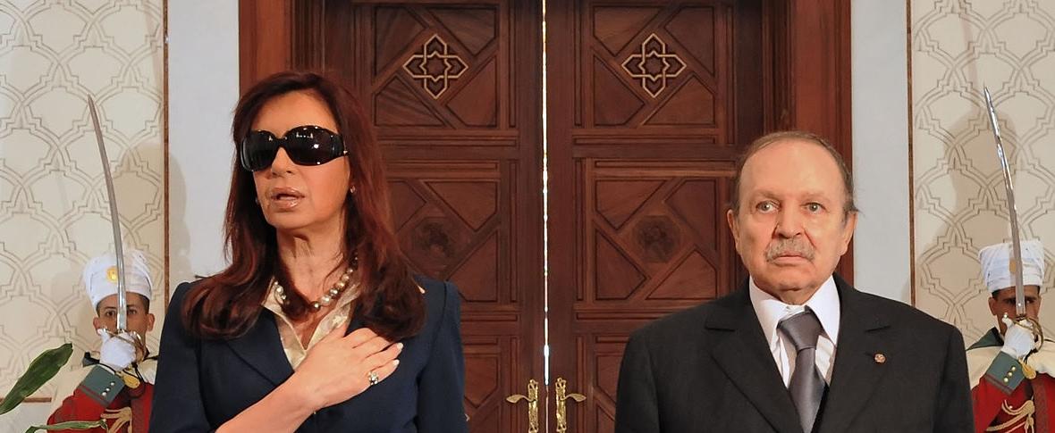 Bouteflika annuncia le dimissioni