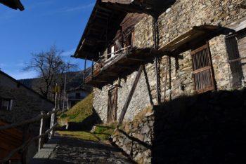 Casa costruita in pietra con struttura a block-bau