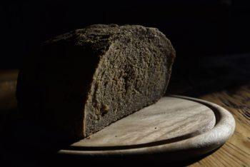 Pane nero prodotto con segale